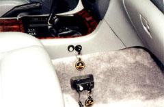"""Еще один вариант """"Драконовского"""" блокиратора для коробки передач и """"раздатки"""" """"Toyota Land Cruiser 100"""" (вверху), имеет два запорных механизма под общий ключ"""