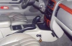 """Салон Jeep Grand Cherokee c установленным противоугонным механическим комплексом """"Дракон"""""""